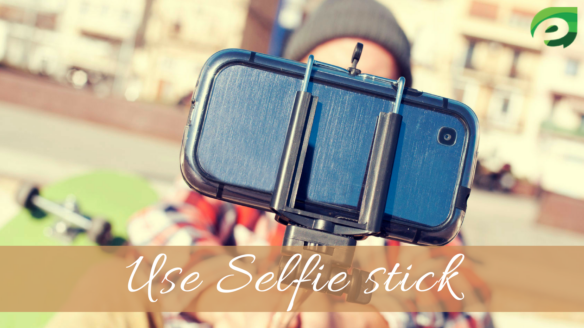 taking photos when traveling alone- selfie stick